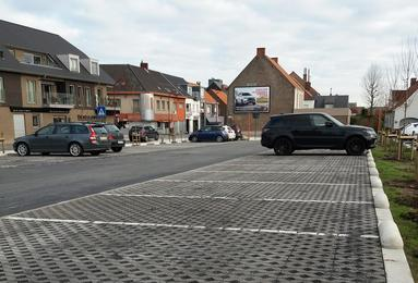 Waterpasserende bestrating parking Zingem